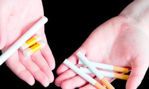 e-cigs and tobacco cigarettes 300x180