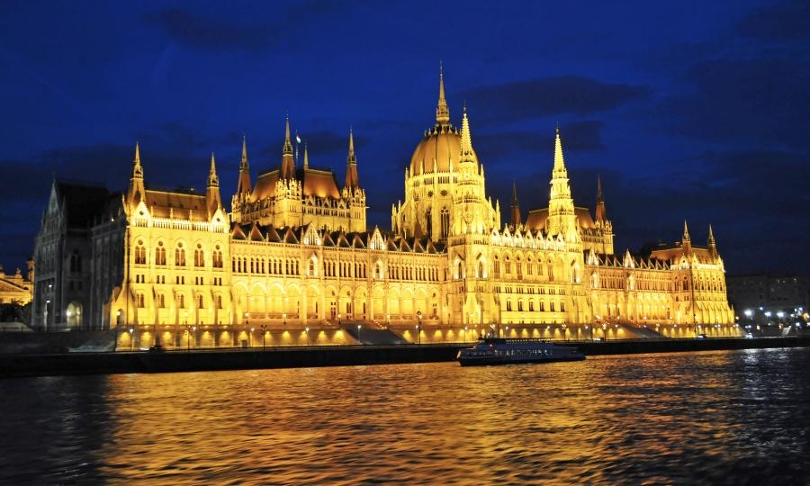 Hungarian parliament - Dennis Jarvis 900x540